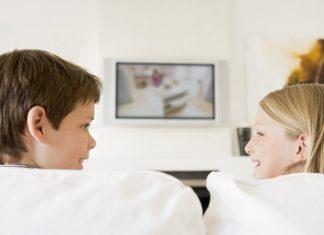 deca-gledaju-tv