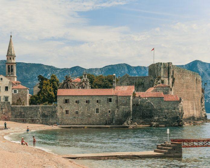 crna-gora-more-budva-tvrđava