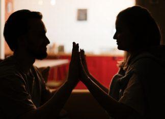пар-симпатија-руке